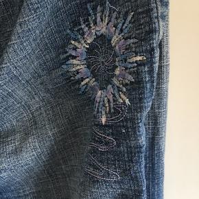 Jeans str 44 sælges der må byddes