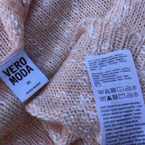 NY Strik Trøje  Oprindelig købspris: 199 kr.  Super udsalg.... Jeg har ryddet ud i klædeskabet og fundet en masse flotte ting som sælges billigt, finder du flere ting, giver jeg gerne et godt tilbud.............. * Smart ny strik trøje - aldrig brugt Sendes med DAO