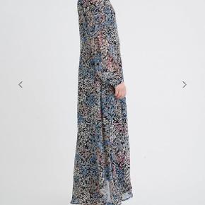 In wear kjole str. 40, ny og ubrugt. Tags dog klippet af.  Nypris. 999kr Sender gerne med Dao