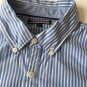 Fin skjorte fra Tommy Hilfiger i fin stand. Lille i str.