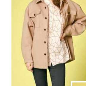 Fin oversize jakke, aldrig brugt.  Giv et bud