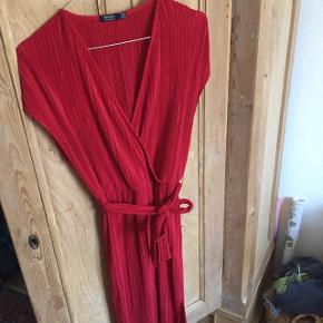 Smuk rillet kjole med slidser 🍊