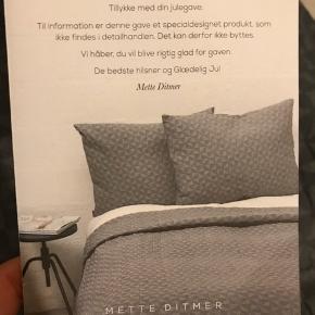 Ubrugt sengetæppe og 2 puder. Specialdesignet fra Mette Ditmer.   Afhentning i Glostrup