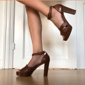 Lækreste brune læder stilletter- Fra Mentor!   • Str. 39  • 100% ægte læder  • Helt som nye- Aldrig brugt  • NP: 1500kr  • MP: 800kr  • Original æske + kvittering medfølger  #trendsalesfund