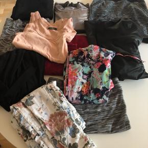 4 kjoler3 nederdele 2 bukser  2 toppe  Mærker:  Malene Birger  Monki Dr.denim Zara Mbym Projekt Unknown  Str xs/s   Samlet kun 250,-   Alt kan ses under mine andre annoncer hvor det sælges enkeltvis :)