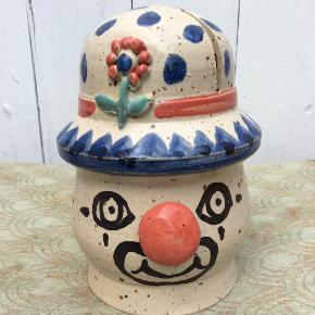 Sødeste unika klovn, hånddrejet Dansk Design, retro keramik fra Egebølle, kun stået til pynt. Mp 350pp, se mine andre annoncer.