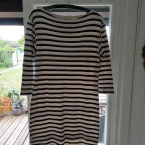 Varetype: kjole Farve: stiber  flot