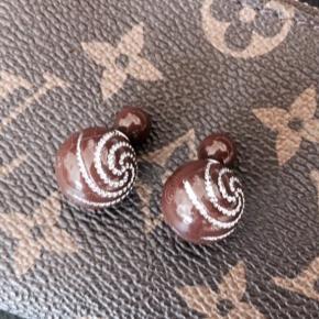 Fine brune øreringe med sølv stenHelt nye
