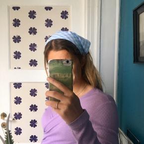 Hjemmesyet hårbånd, som bindes bag i 🦋  Kan alternativt sendes med PostNord for 10,-