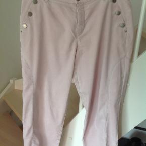 Bukserne er godt brugte, derfor superbillige. Sender gerne.