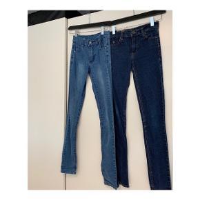 Blå Cheap Monday jeans i størrelse 24/32.  Sælges samlet til 100 kr.