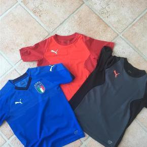 Varetype: T-shirts - Sports T-shirts Farve: Sort + Rød + Blå Oprindelig købspris: 750 kr.  3 X Puma Sports T-shirts sælges samlet.