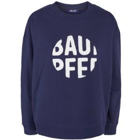 Jeg sælger denne mega fine sweater, den er aldrig brugt. Kvit haves desværre ikke. Kan sendes i morgen.