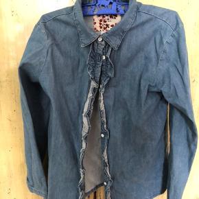 Super pæn stand stonewashed denim skjorte men flæse kant