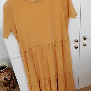 Super fin og lækker kjole som nemt kan bruges både til hverdag og fest 😊
