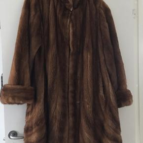 Byd Lewinsky furs, mink