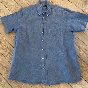 Rigtig fin klassisk høragtig skjorte kun vasket 1 gang.
