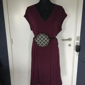 New dress  1800 now 800,  Small bag 500dkk   size 13/13 4 cm