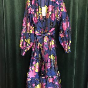 Niki wrap dress i daffodil indigo print - aldrig brugt!  Nypris 2800kr - mindstepris 1800kr - bytter ikke, men mødes gerne og handler!