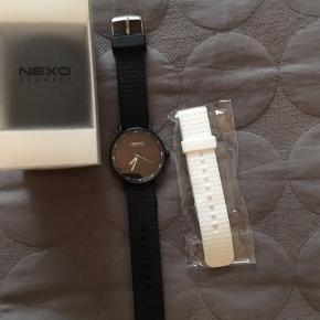 Lækkert unisex ur fra danske NEXO.  Det er brugt meget midt og uden ridser eller tegn på slid. Hvid (ny) rem medfølger.  Køber betaler Porto eller kan afhentes på Østerbro