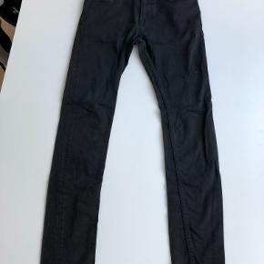 Str 30/32, Travis Jeans i BLACK RINSE