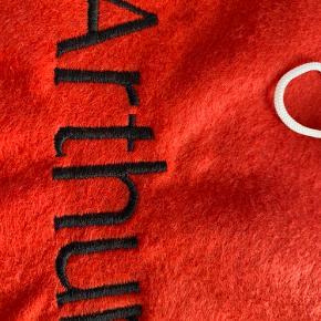 Julesæk/Gavesæk med navn.  Der kan vælges forskellige skrifttyper og trådfarver.  Mål: 85x58 cm Kan sendes på købers regning.