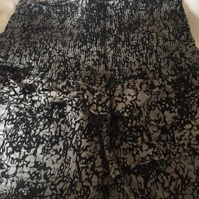 Nederdel med elastik og lag