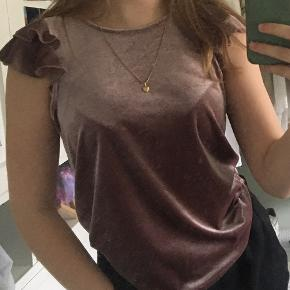 Jacqueline De Yong top
