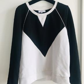 Fits S, M and L as it is a bit oversized