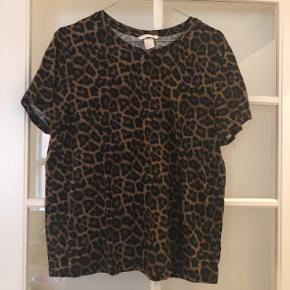 T-shirt fra H&M str.M. Nypris 80,- sælges for 50,-