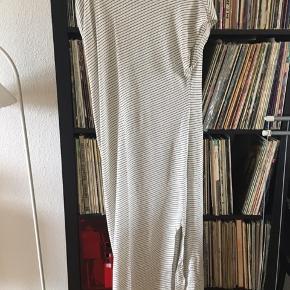 Asymetrisk kjole fra Zara.