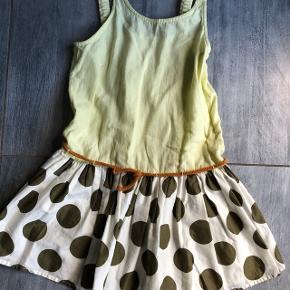 Skøn kjole til pige. Str 152, men den passer en str 146 (8-10)Kun brugt 2 gange  Mega sød