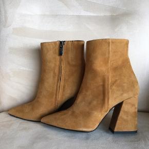 Så flotte støvler fra Apair, super flotte skindbeklædt hæle på 9 cm