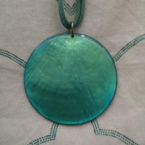 Rigtig fin eksotisk turkis halskæde sælges, da jeg ikke får den brugt. 💙