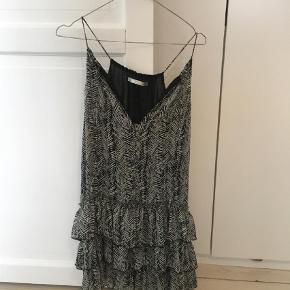 Varetype: Andet Farve: Multi,Grå,Hvid,Sort  Let og sød kjole i fint mønster fra Zara