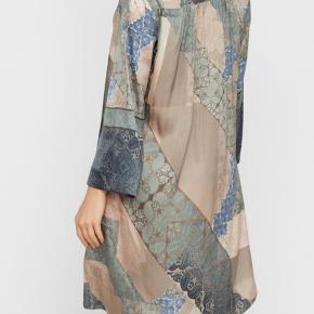 Gustav kjole som ny kun brugt 1 gang Nypris 1599,-