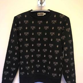 Sælger denne bape trøje, da den dsv. er blevet for lille til mig. Vil selv mene den fitter 165-175 perfekt.  Str. M Cond: 8-9, brugt få gange Mp: 700,- Bin: 1200,-  Skriv PB for flere billeder:)