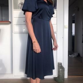 Fin marineblå kjole 110,-