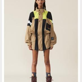 Søger denne jakke i xs/s !!!!