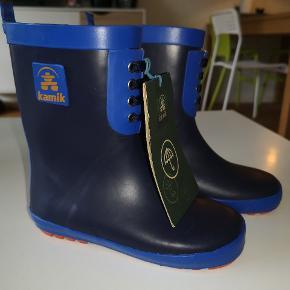 Helt nye gummistøvler i kraftig kvalitet. Jeg har desværre fået smidt kassen væk, så de ikke kan returneres. Støvlerne sælges da de desværre er for store. Ny pris 199,-  Fra røg og dyre frit hjem.