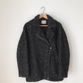 Iro jakke i str small. Brugt, men fremstår pæn.  Kan afhentes i Ørestad eller sendes på købers regning.