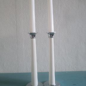 2 stk smukke vintage retro lysestager i fransk stil, de er lavet af træ og metal.