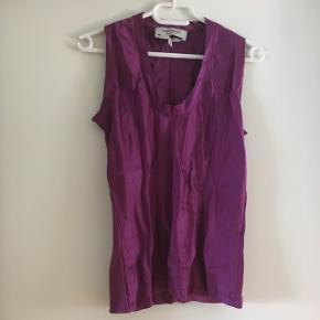 Yves Saint Laurent - Rive Gauche figursyet silketop.  Brugt 1 gang!  Passes bedst af S eller lille M.