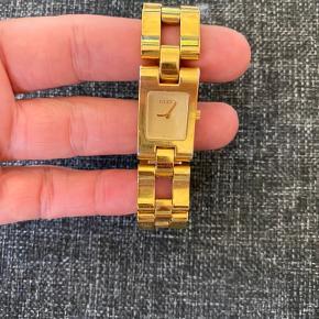 Gucci ur sælges, har lige fået nyt batteri. Ekstra led haves.