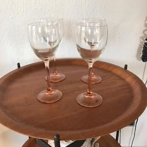 4 skønne gamle france glas med laksefarvet fod , super fine   Pris pr stk 50kr   Randers nv ofte Århus Ålborg København mm Til salg på flere sider