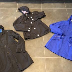 To sommer og en vi ter jakke i str S. Brugte meget sparsom så de er næsten som nye