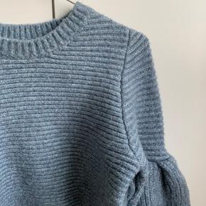 Sød blå sweater med ballonærmer ✨