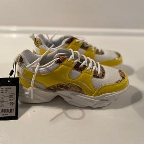 To par helt nye Sneakers fra Bianco.  Pr par 200 kr. begge par 300 kr
