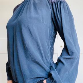 Vera-bluse i 100% silke