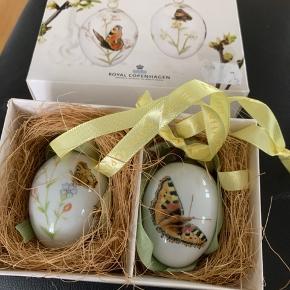 Royal æg 2 stk i dobbeltæske i origibal æske ned rede og 2 farver bånd  2013 dagpåfugleøje +nældenstakvinge (1249 933) Mål 6 cm  Sender + Porto #30daysselout
